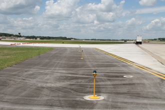 Michels performed heavy civil earthwork, concrete installation and storm sewer construction for two crossovers linking a taxiway with a runway.