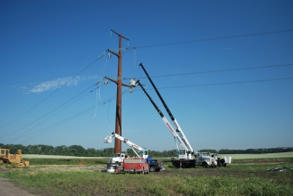 Michels installed approximately 250 miles of high voltage 345-kV AC transmission line.